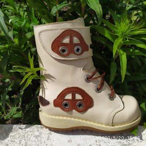 Ортопедичне взуття та устілки